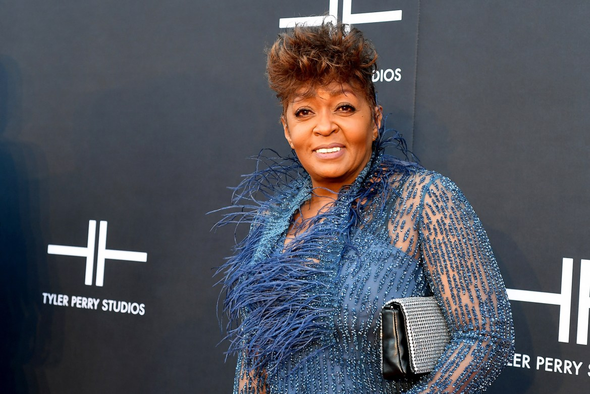 """Anita Baker Says She's """"Retired From The Plantation"""" After Successfully Obtaining Her Masters"""