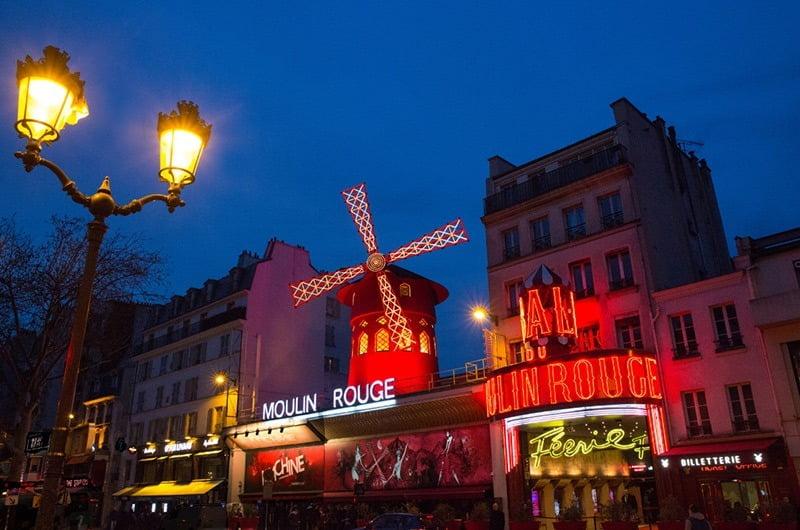 kincir angin moulin rouge, paris, perancis