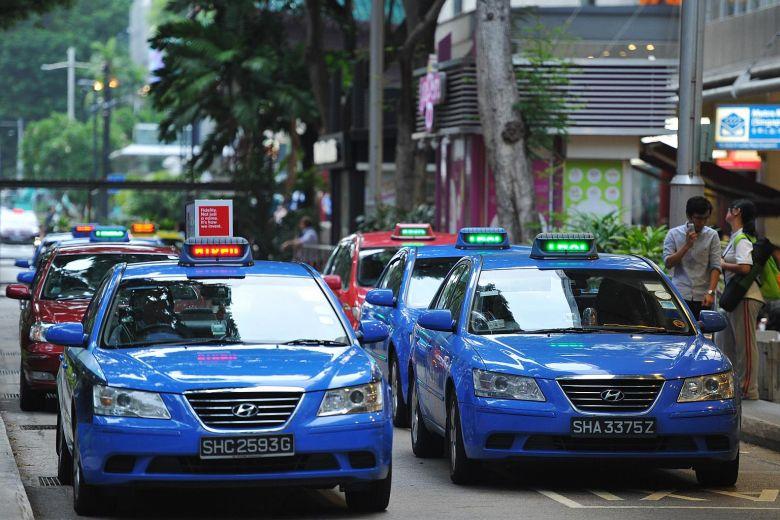 taxi singapura sedang menunggu penumpang