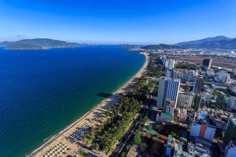 Panorama dari udara kota Nha Trang, Vietnam