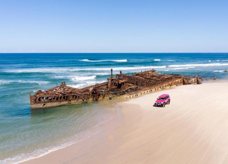 reruntuhan kapal berkarat di fraser island, australia