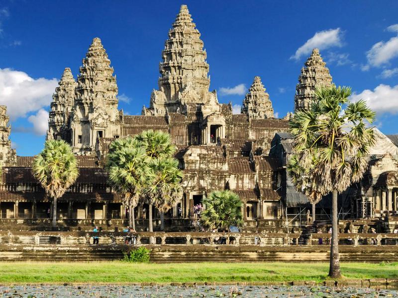 Lima menara Angkor Wat, Kamboja
