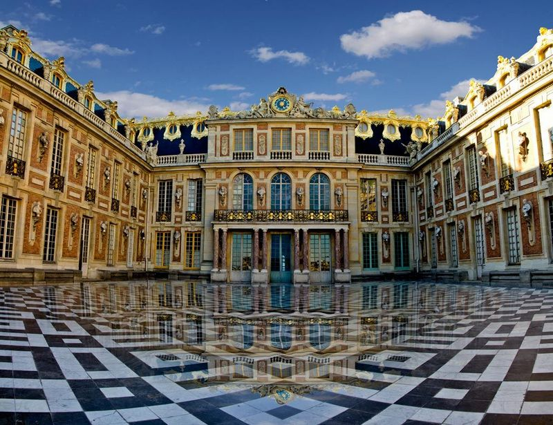 marmer di luar istana versailles, perancis