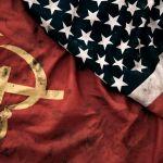 bendera rusia dan amerika simbol komunisme dan kapitalisme