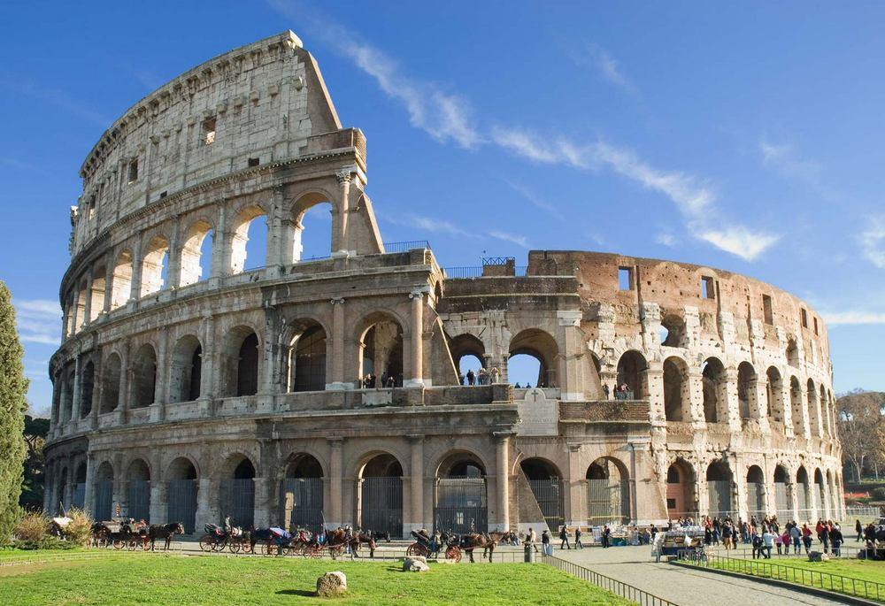 reruntuhan colosseum romawi