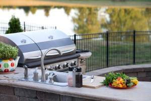 4 Reasons Your Home Needs an Outdoor Kitchen