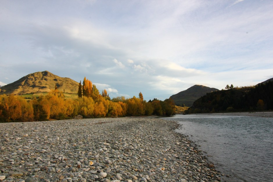 Shotover River, New Zealand gold fossicking panning