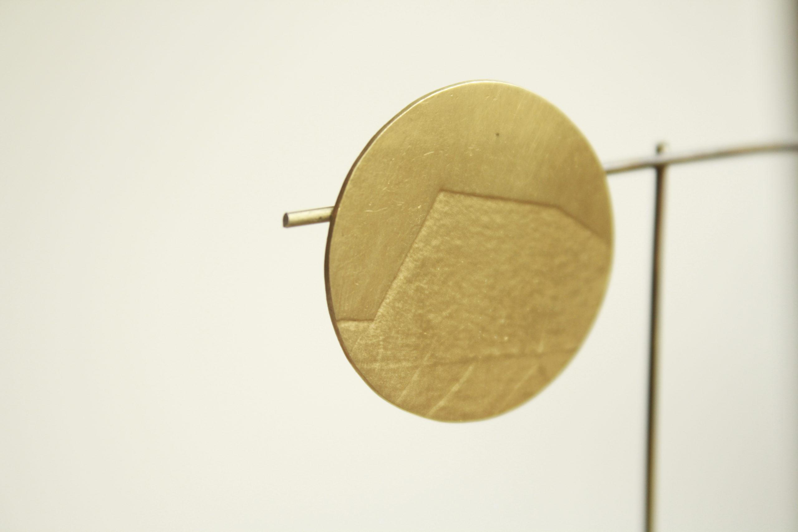 Pendientes de botón circulares hechos en plata bañada de oro