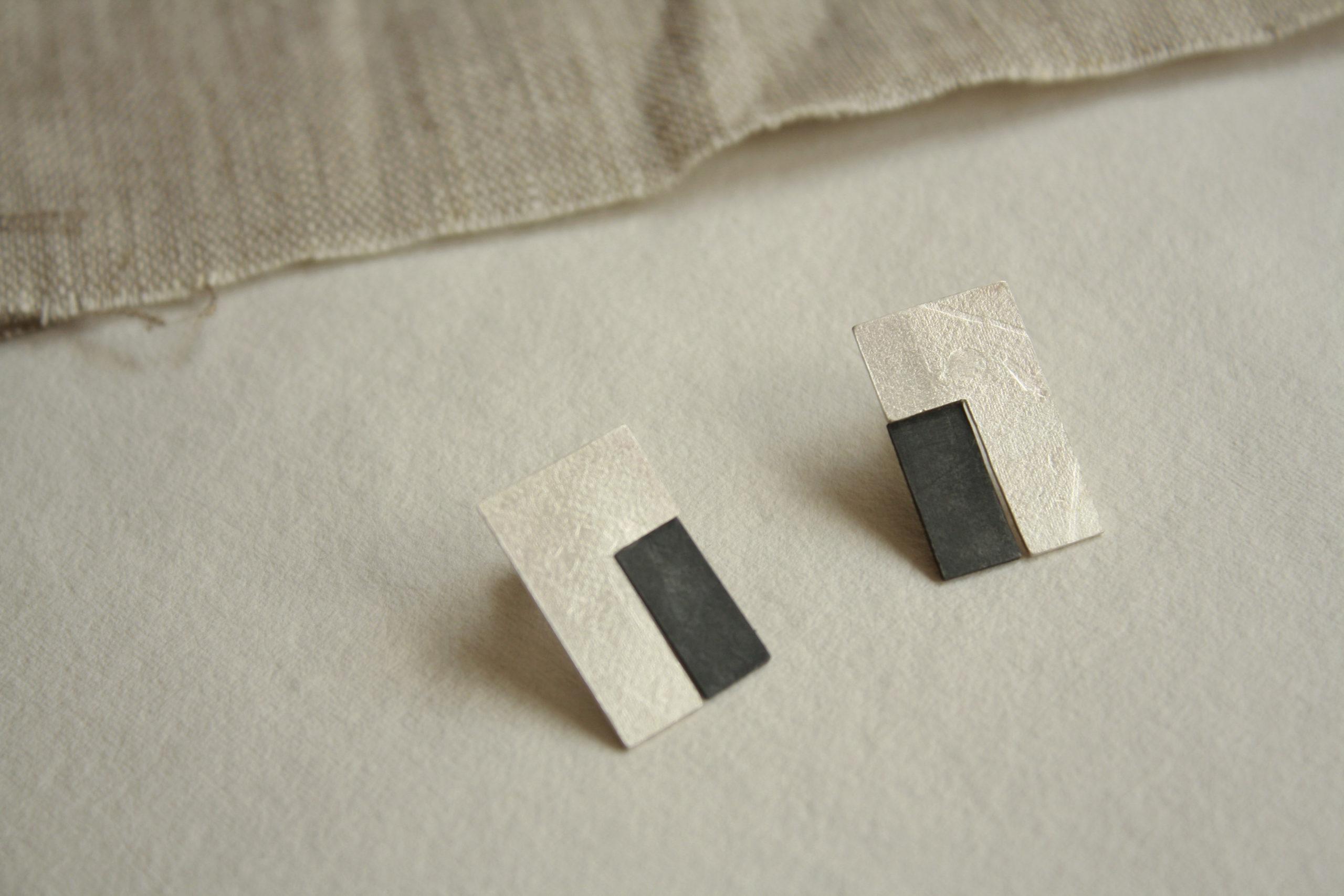 Pendientes de plata rectangulares con textura
