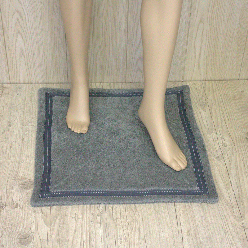 tapis de bain gris anthracite avec galon ton sur ton 40127 jessen
