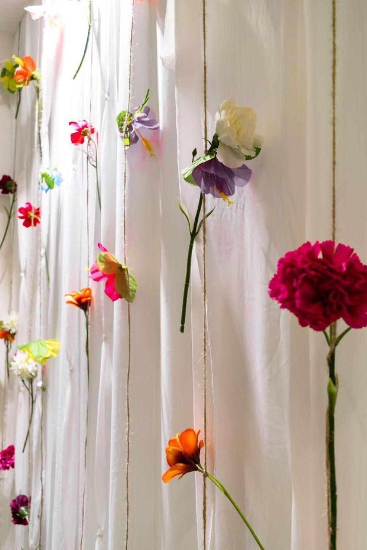 Cortina de flores para un escaparate de verano