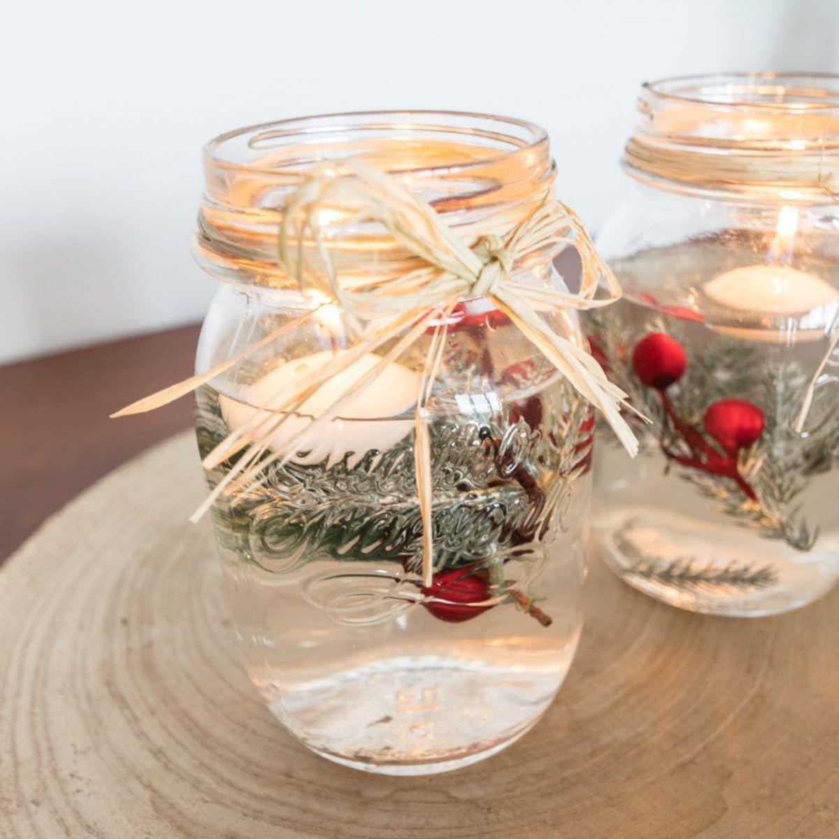 Decoración navideña con velas flotantes