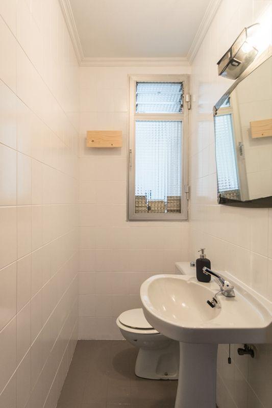 Cómo actualizar un baño antiguo con poco dinero