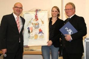 Das neue Ehrenmitglied Franz Josef Küster erhält vom 1. Vorsitzenden Michael Mehl außer einer Urkunde eine schöne Collage.