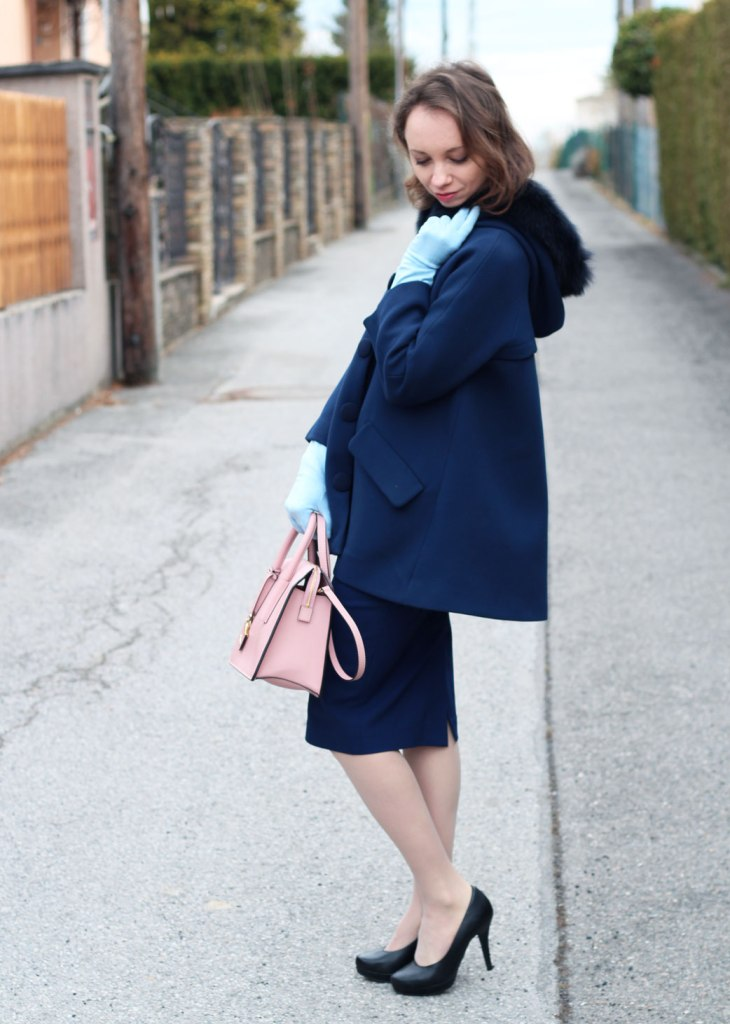60ies blue coat and babyblue gloves