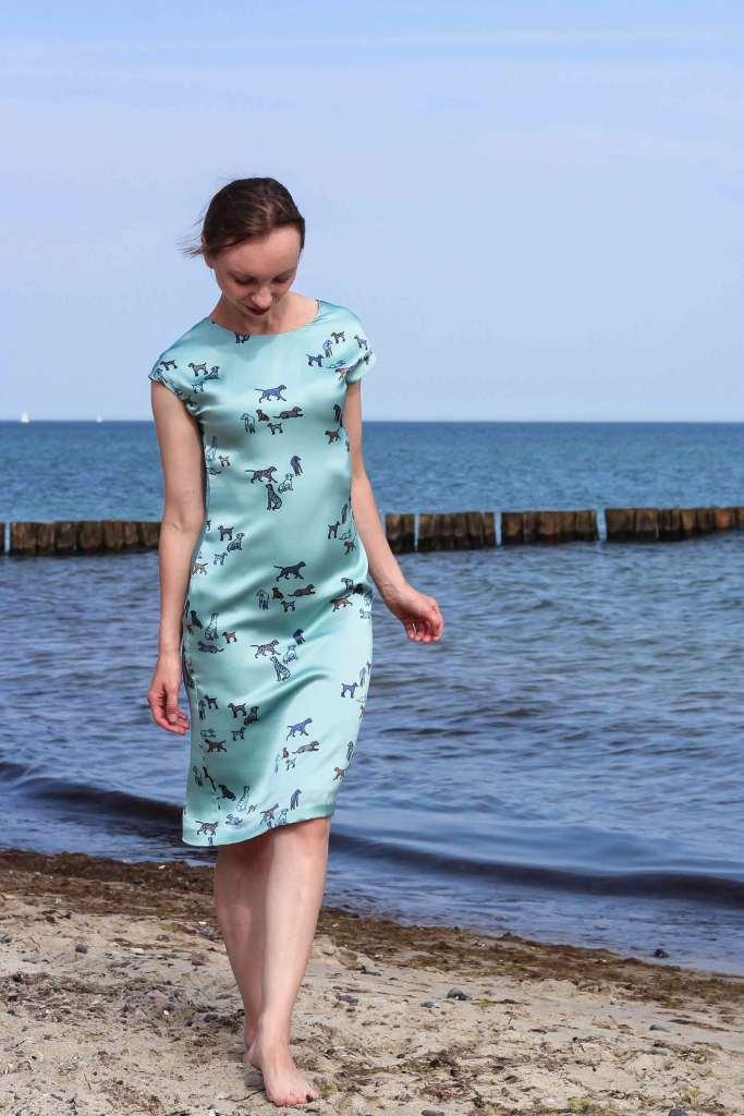 Kleid aus blauer Seide
