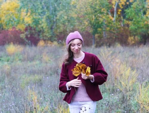 Herbstlandschaft Jacke aus weinroter Wolle
