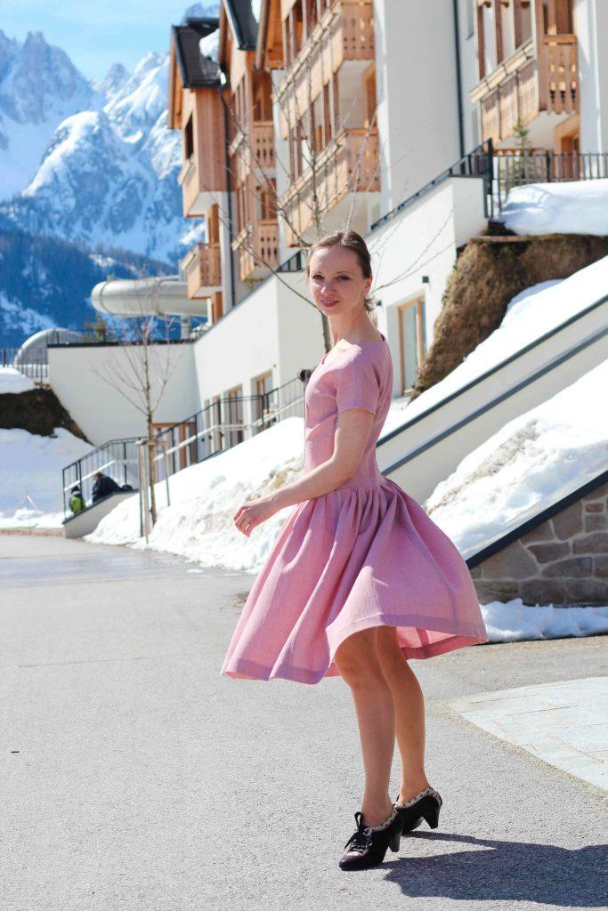 Rosa Vintage Kleid mit weitem Rockteil, Original Schnittmuster Butterick