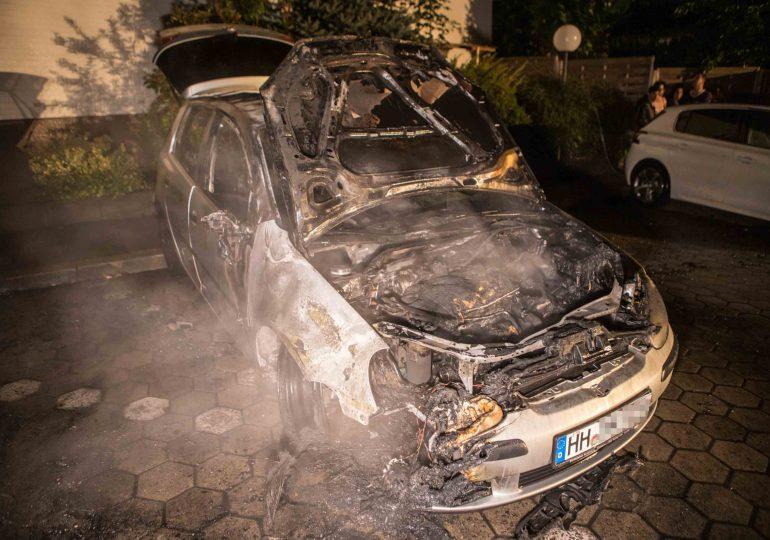 Brennende PKWs in Wilhelmsburg