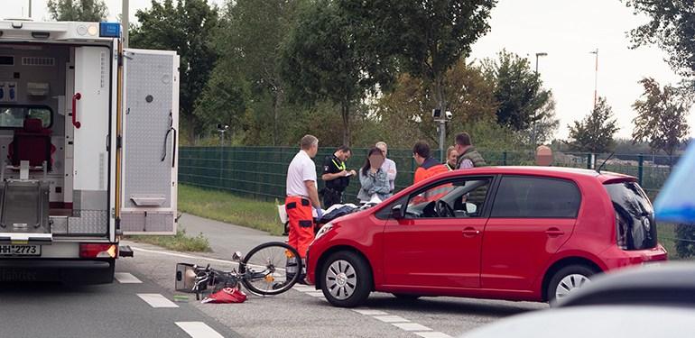 Vor den Toren von Airbus - Fahrradfahrerin von PKW erfasst
