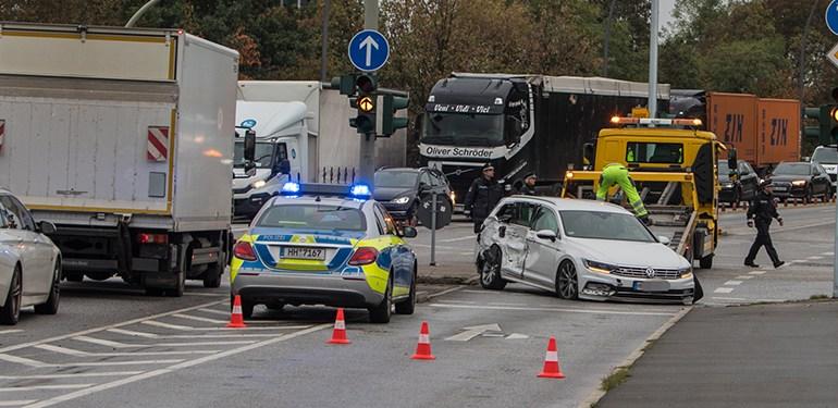 Hier knallt es ständig! - Wieder Kreuzungsunfall in Wilhelmsburg