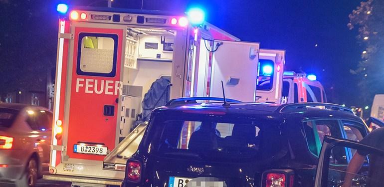 Auto erfasst Fußgänger - schwer verletzt