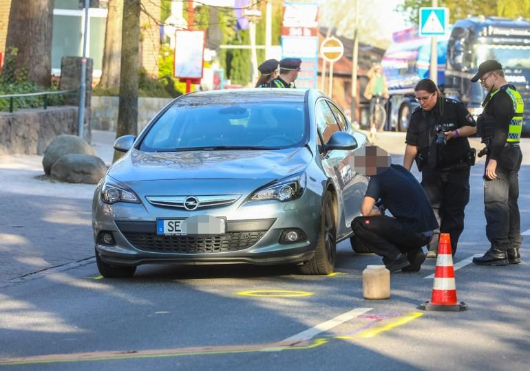 Von PKW erfasst - Fußgänger (73) schleudert mehrere Meter durch die Luft - schwer verletzt