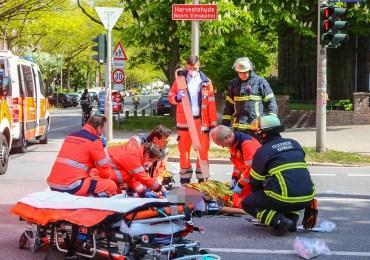 Fahrradfahrerin von Smart erfasst und schwer verletzt! - Feuerwehr und Rettungsdienst im Einsatz