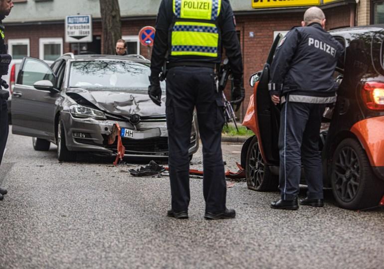 Unfallfahrer flüchtet - Zwei verletzte bei Verkehrsunfall
