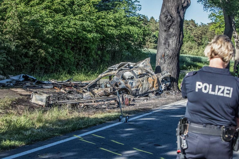 Drama auf der B191: PKW brennt nach Verkehrsunfall aus – 2 Tote! und ein Hund verstorben