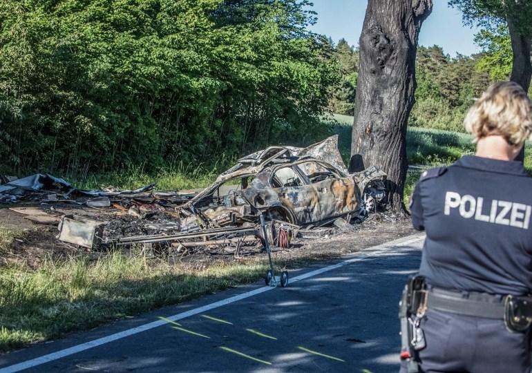 Drama auf der B191: PKW brennt nach Verkehrsunfall aus - 2 Tote! und ein Hund verstorben