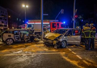 Verkehrsunfall nach Rotlichtfahrt auf der Habichtstraße - Vier Personen zum Teil schwer verletzt