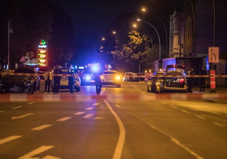 Streit eskaliert! - Person auf offener Straße niedergeschossen
