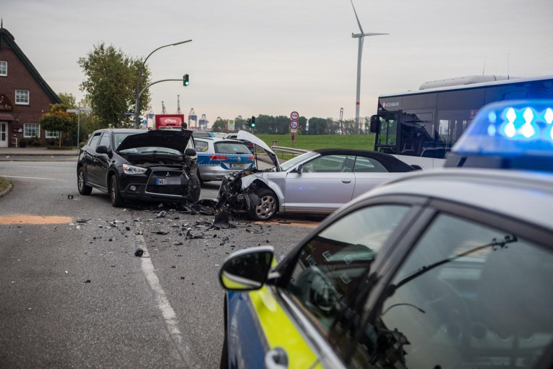 Frontalzusammenstoß im Berufsverkehr – Verkehrsunfall in Finkenwerder