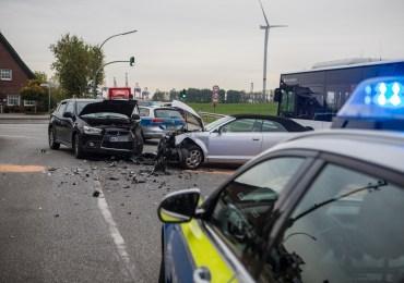 Frontalzusammenstoß im Berufsverkehr - Verkehrsunfall in Finkenwerder