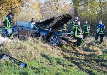 Schwerer Verkehrsunfall an Landesgrenze zu Schleswig-Holstein: PKW überschlägt sich