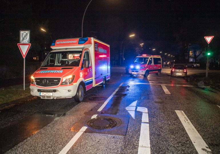 Schwerer Unfall - Mercedes erfasst Fußgänger - schwer verletzt!