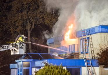 Über 100 Einsatzkräfte im Einsatz - Dachstuhlbrand fordert die Einsatzkräfte in Winsen (Luhe)