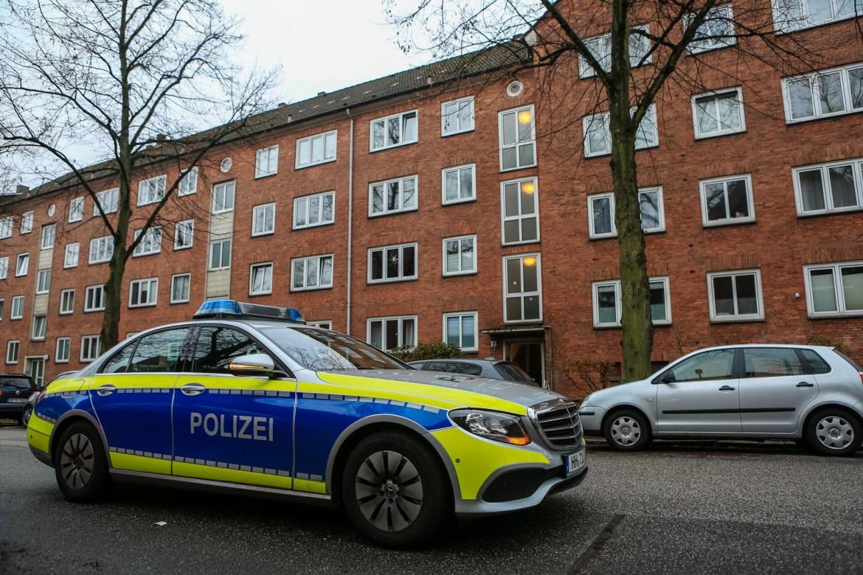 Person durch Messer verletzt – Polizei und Feuerwehr im Einsatz