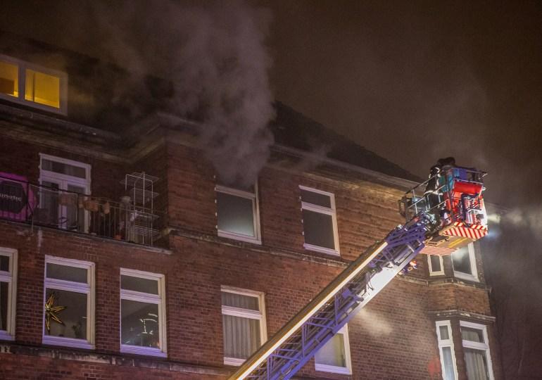 Feuer in Wilhelmsburg - spektakuläre Rettungsaktion - Mutter und Kind gerettet
