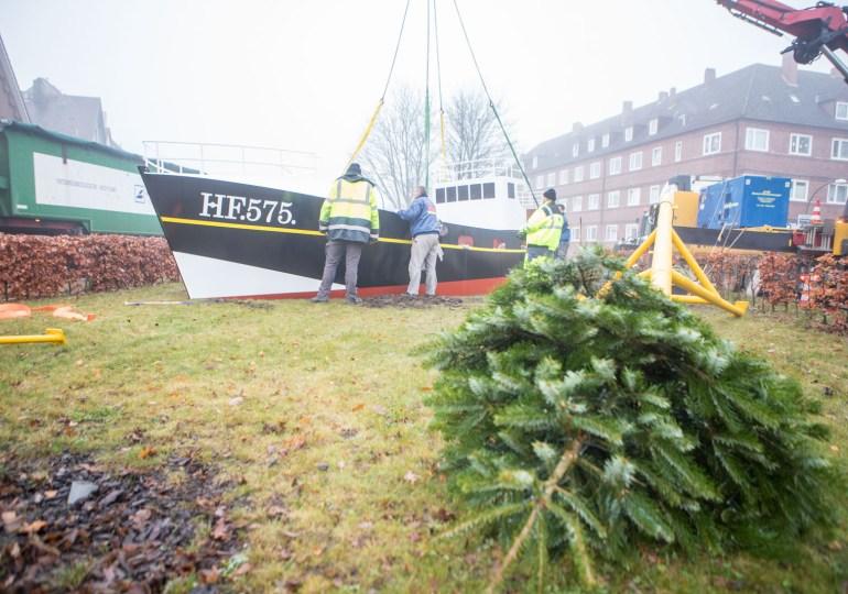Ein Kutter für Finkenwerder - maritimes Denkmal auf Finkenwerder errichtet