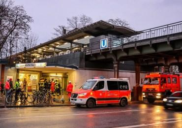 Zugführer stoppt U-Bahn und bringt verwirrte Person aus dem Gleisbett in Sicherheit!