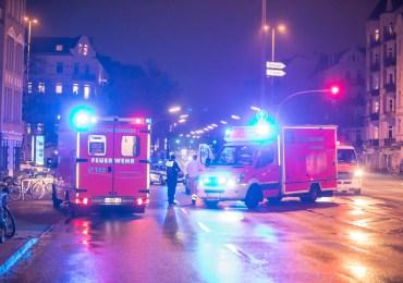 Mercedesfahrererfasst Fußgänger-Notarzt muss den verletzten ins Krankenhaus begleiten!