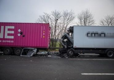 42-jähriger LKW-Fahrer stirbt bei Auffahrunfall-Sperrung der A1 sorgt für kilometerlangen Stau