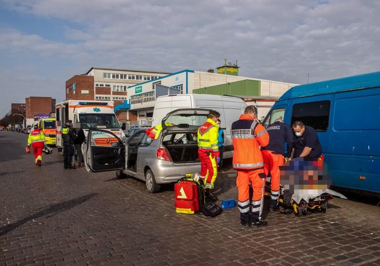 Verkehrsunfall in Hamburg-Rothenburgsort - Rettungsdienst versorgt zwei Verletzte