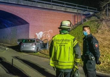 Tödlicher Verkehrsunfall-PKW prallt gegen Autobahnunterführung