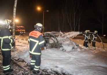 Dänischer BMW abgefackelt! - Fahrer konnte Fahrzeug noch rechtzeitig verlassen