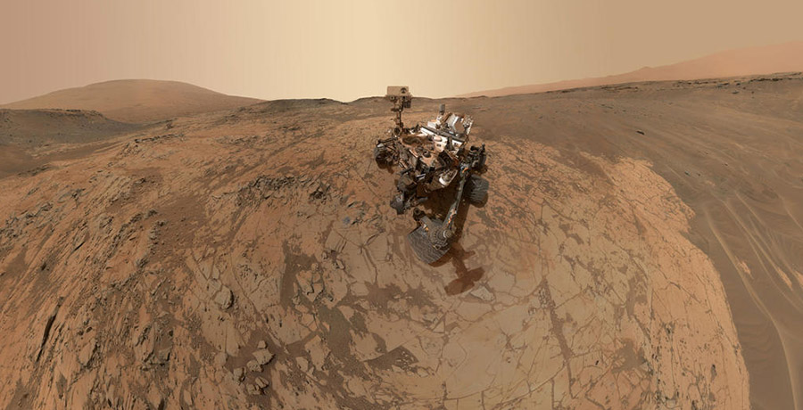 Driving on Mars and the Theater of Machines