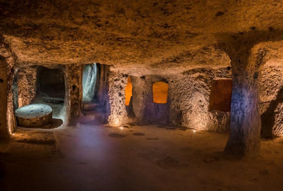Derinkuyu: Skrytá podzemní tajemství v Turecku