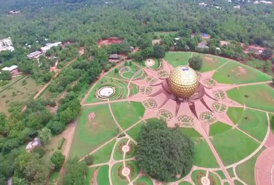 Auroville: V tomto městě lidé žijí bez politiky, náboženství a bez peněz